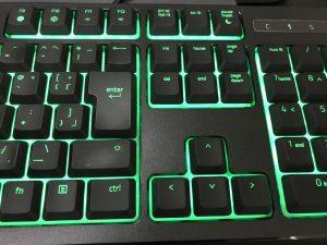 Razer Ornata Chroma機能はありませんが、緑に光ります