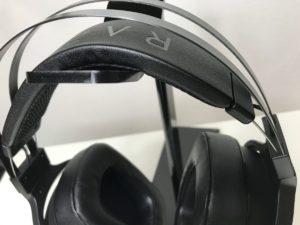 柔軟な形状のヘッドバンド部分