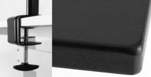 天板のエッジはフラットなのでモニターアームの取り付けも簡単