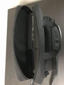PS4本体底部をコントローラー収納側にしたほうが安定します