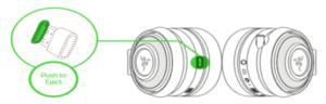 usbワイヤレスアダプターはイヤーカップに収納可能 ※RazerのHPより