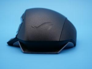 Spathaは左右非対称形の右手用マウス